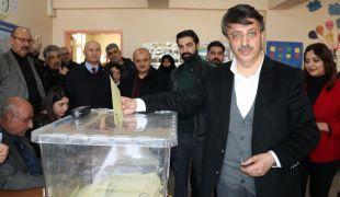 Başkan Türkmenoğlu oyunu kullandı