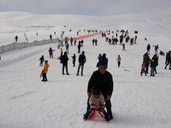 Çaldıran'da kar yağışı altında kar voleybolu