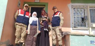 Jandarma ekipleri kadınları unutmadı