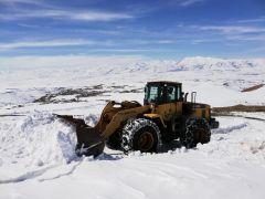 Kar kalınlığının 2 metreyi aştığı bölgede çalışmalar sürüyor