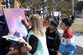 Ünlü Ressamlar İpekyolu'nda sanatseverlerle buluştu