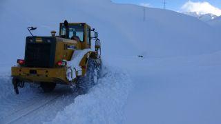 Van'da 132 yerleşim yerinde karla mücadele