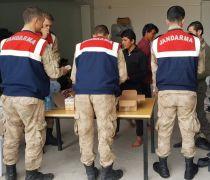 Van'da 56 kaçak göçmen yakaladı