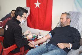 Van YYÜ personelinden kan bağışı