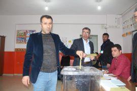 Vanlı seçmenler oy kullanmaya başladı