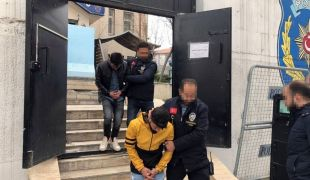 Akaryakıt istasyonunu basan maskeli ve silahlı şahıslar yakalandı