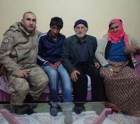 Jandarma ekipleri zihinsel engelli kayıp genci ailesine teslim etti
