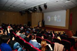 """YYÜ'de """"Güneş Doğu'dan Doğar"""" konferansı"""
