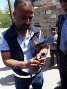 Ağaca takılan kuş, itfaiye tarafından kurtarıldı