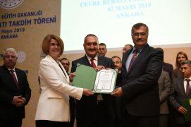 """Akköprü İlk ve Ortaokuluna 'Çevre Beratı"""" ödülü"""