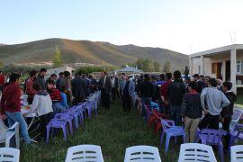 Başkan Tanış, iftar yemeğinde husumetli aileleri barıştırdı
