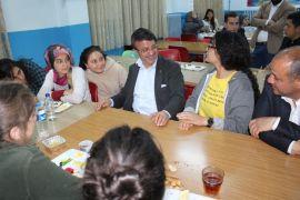 Başkan Türkmenoğlu iftarda mahallelilerle sahurda ise öğrencilerle buluştu