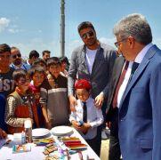 Çocukların 'kaligrafi' standına yoğun ilgi