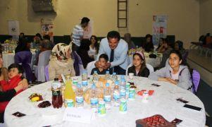 Gençler geleneksel iftar yemeğinde buluştu