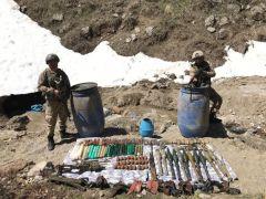 Jandarma, PKK'ya ait çok sayıda mühimmat ele geçirdi