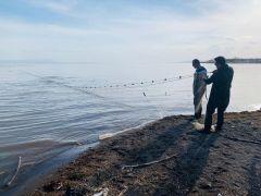 Van Gölü'ndeki ağı çeke çeke bitiremediler
