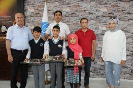Başkan Akman, en çok atık pil toplayan okulu ödüllendirdi