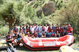 Çatak'ta rafting heyecanı