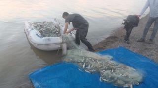 Jandarma, 350 metre misina ağı ile 300 kilo balık ele geçirdi