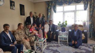 Kaymakam Dundar ile Başkan Ensari, şehit  aileleri ve  gazilerle  bayramlaştı