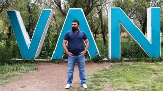 (Özel) Ahmet Kaya rolü Vanlı sanatçıya