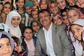 Başkan Türkmenoğlu, Kur'an kursu öğrencilerine hediye dağıttı