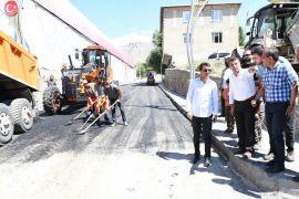 Çatak'ta tahrip olan yollar yenileniyor