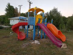 Erciş Belediyesinden kırsal mahallelere çocuk oyun parkı