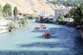 Raftingciler 15 Temmuz şehitleri için kürek çekti