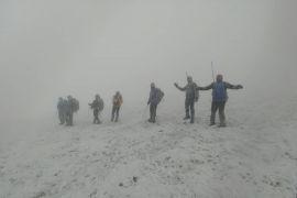 Ağrı Dağı'na tırmanan Vanlı dağcılar tipi ve fırtınaya yakalandı