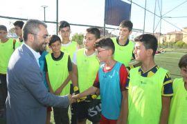 Başkan Say, futbol okulunda miniklerle buluştu