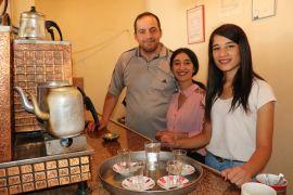 (Özel) Van'da kahvehanelere kadın eli