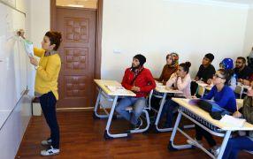 Van'da sürekli eğitim merkezi ile 294 öğrenci üniversiteli oldu