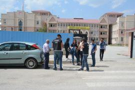 Van polisi, okul çevreleri, yaya geçitleri ve okul servis araçları denetledi