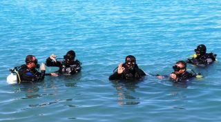 (Özel) Engelliler Van Gölü'nün derinlikleriyle buluştu