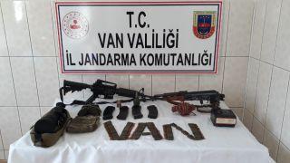 Van'da silah, mühimmat ve yaşam malzemesi ele geçirildi