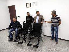 Van Büyükşehir Belediyesinden 6 vatandaşa tekerlekli sandalye