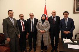 AK Parti milletvekilleri Bakan Selçuk'la görüştü