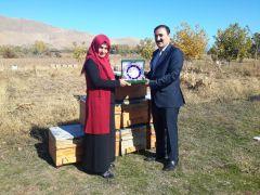 Başkan Süer'den Türkiye birincisi kadın çiftçiye plaket