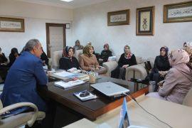 Kur'an Kursu öğreticilerinden İpekyolu Müftüsü Emiri'ye teşekkür ziyareti