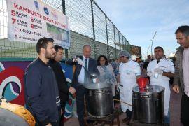 Tuşba Belediyesinden öğrencilere sınav öncesi sıcak süt ikramı