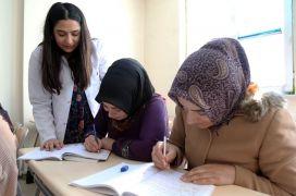 Van Büyükşehir Belediyesi sayesinde okuma yazma öğreniyorlar