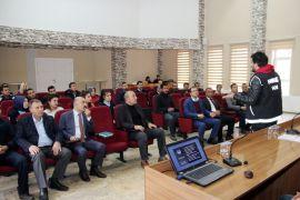 Edremit Belediyesi personeline 'Uyuşturucu ve Madde Bağımlılığı' semineri