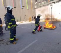İtfaiyeden AVM personeline yangın eğitimi
