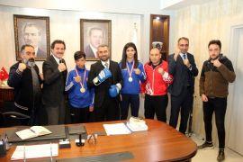 Milli boksörlerden Başkan Say'a teşekkür ziyareti