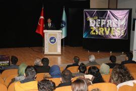 YYÜ'de 'Gençlik Deprem Zirvesi' düzenlendi