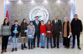 Erciş'te başarılı öğrencilere tablet