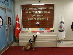 Saklama kaplarından 1,5 milyon TL'lik uyuşturucu çıktı