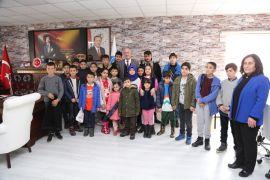 Tuşba Belediyesinden öğrencilere ücretsiz 'havuz ve sinema' etkinliği