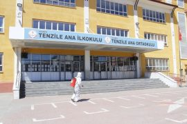 Erciş Belediyesi YKS öncesi okulları dezenfekte etti